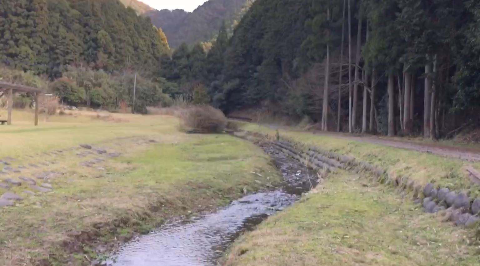 薬王寺温泉で川遊び